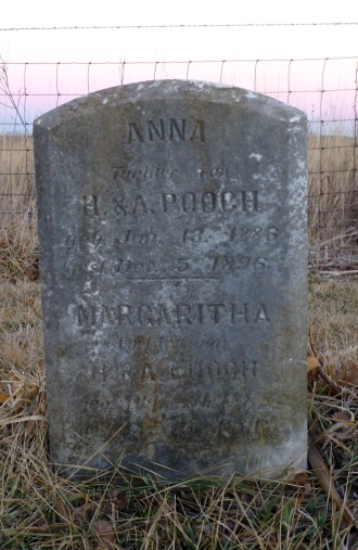 The marker for Anna and Margaritha Pooch is in German.